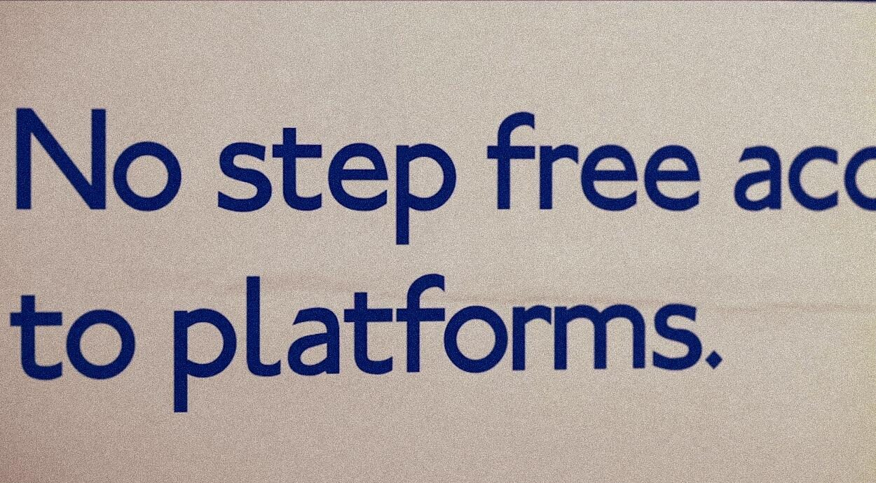 Transport sign that reads 'No step free access to platforms'